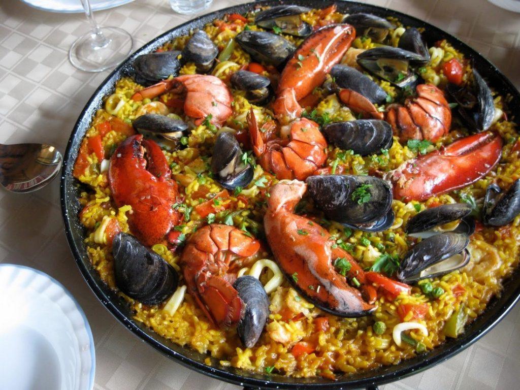 Gastronomie espagnole à terre lors d'une escale